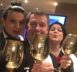 Grete, Hannes, Babsi Champagnerprost