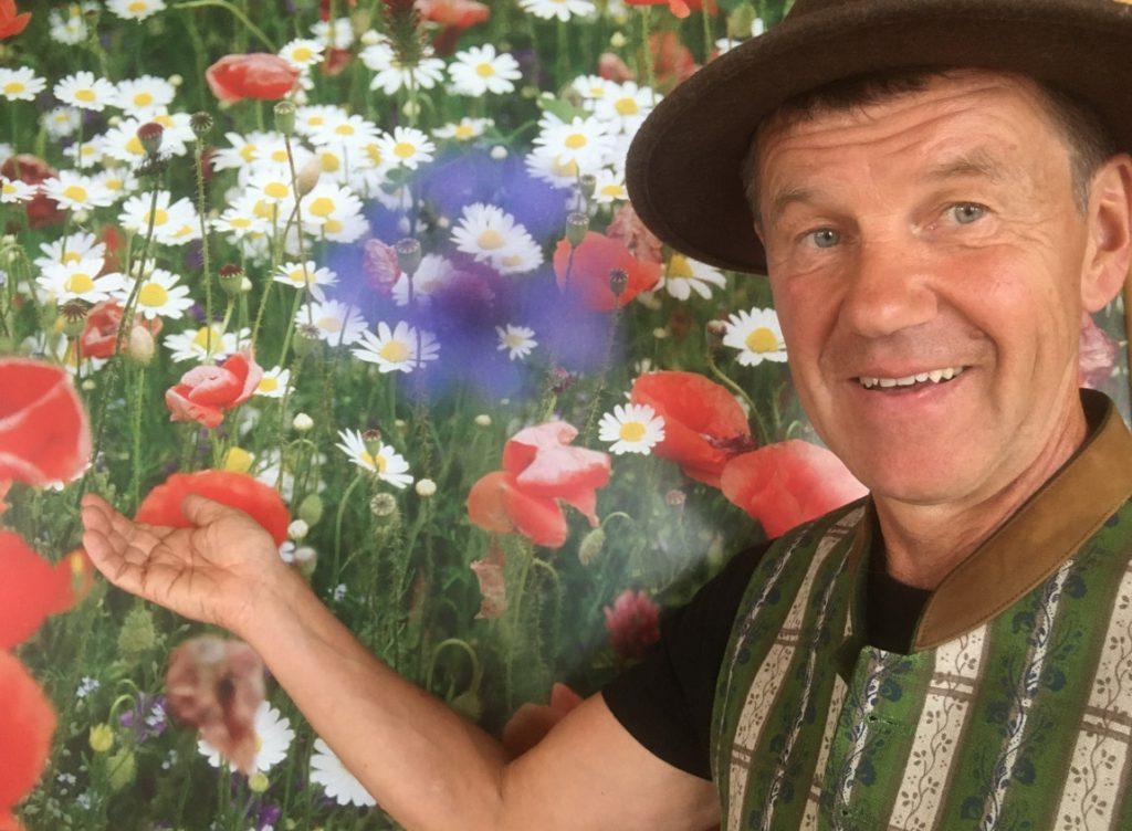 Johannes Angerer Künstler mit spirituellem Hintergrund Blumen